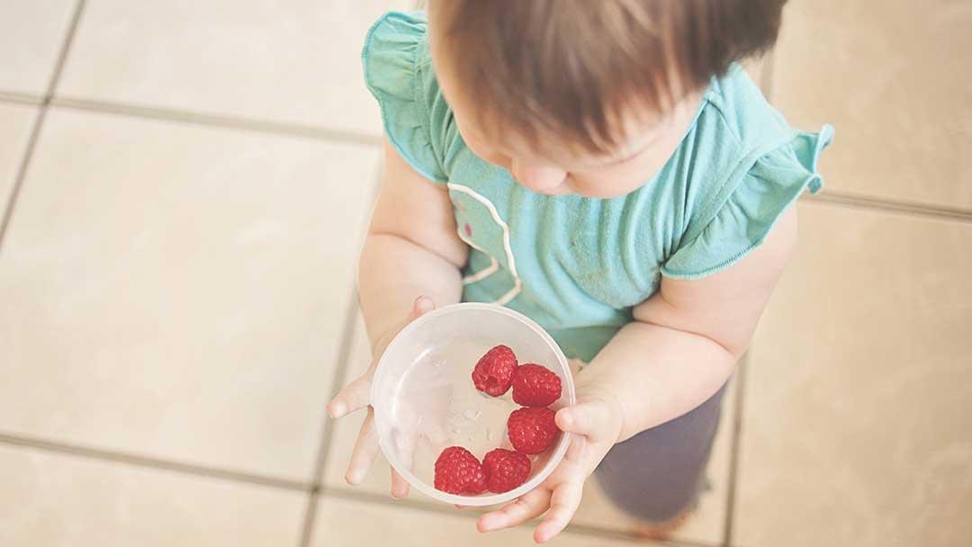 Нежеланието на едно дете да се храни е резултат от погрешен подход на възрастните