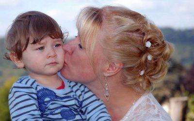 Възможно ли е когато показвам свободно любовта си да разглезя детето си?